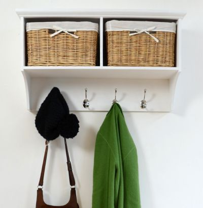 White hanging shelf with 2 natural baskets